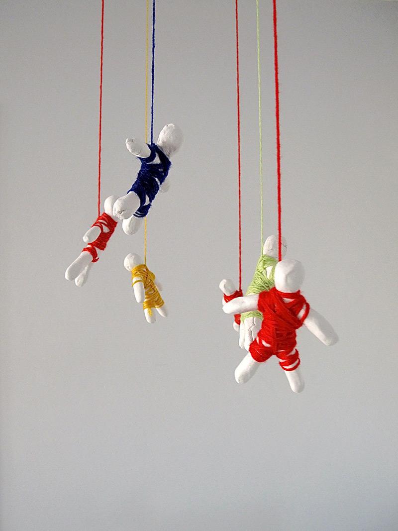 Bungee Group // Ryhmäbenji, 2011. Modelling paste, woollen thread
